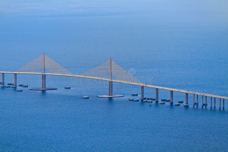 空中桥梁佛罗里达skyway阳光视图 免版税图库摄影
