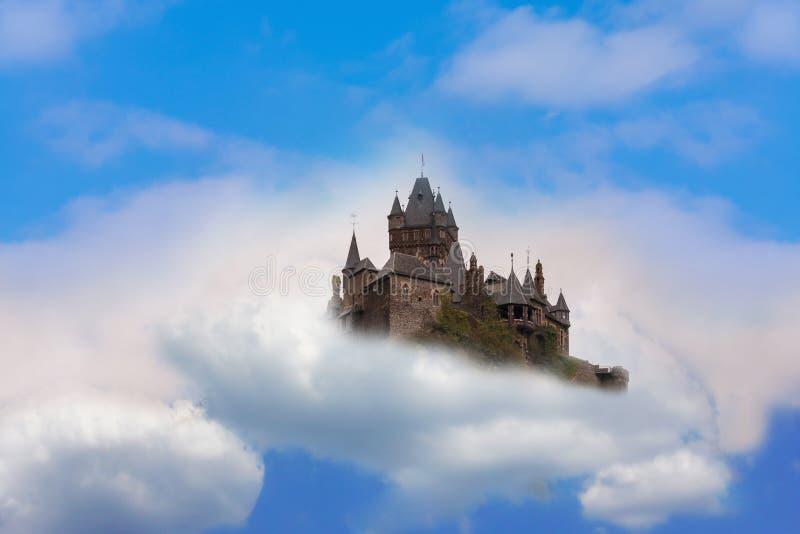空中楼阁在云彩的幻想城堡 库存图片