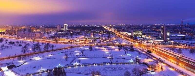 空中比拉罗斯米斯克晚上全景冬天 免版税库存照片
