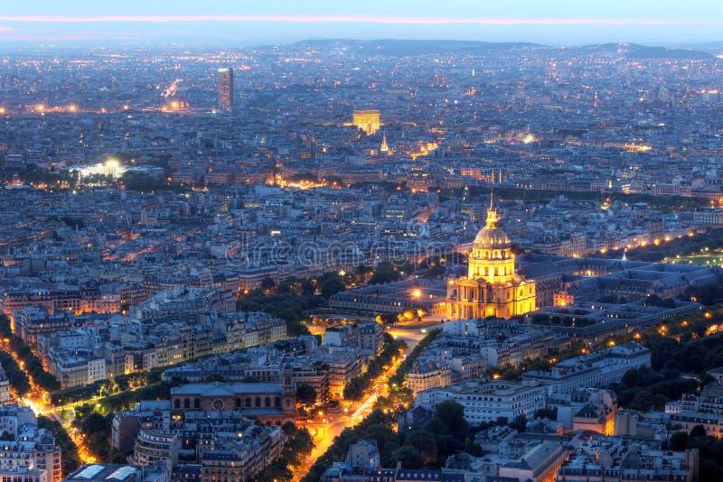 空中法国invalides les晚上巴黎 免版税库存图片