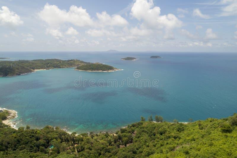 空中热带海寄生虫概略的视图照片有美丽的海岛的 库存照片