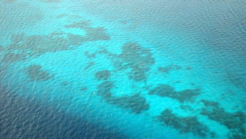 空中珊瑚马尔代夫礁石视图 免版税图库摄影