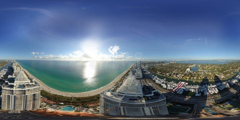 空中球状360图象蓝色和绿色金刚石迈阿密海滩 库存图片