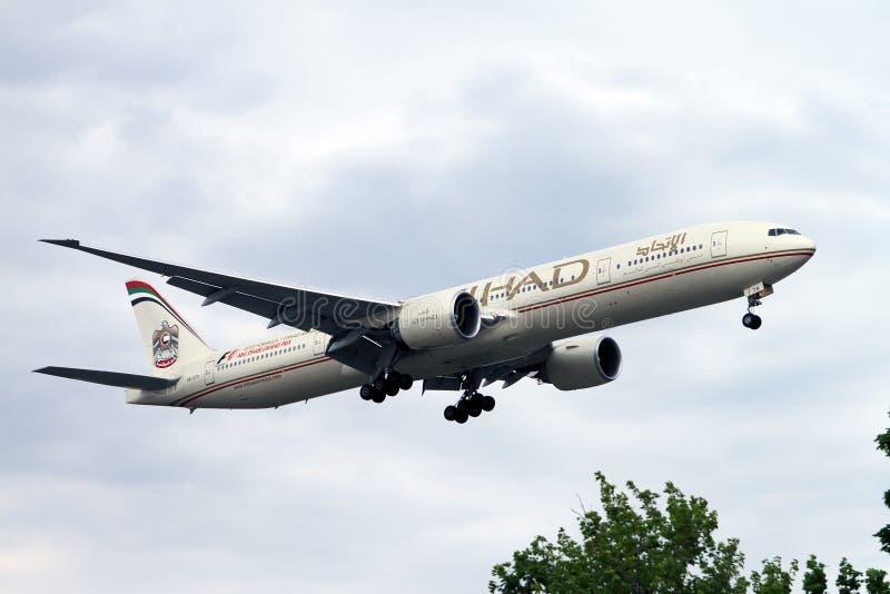 空中航线etihad喷气机着陆 免版税库存照片