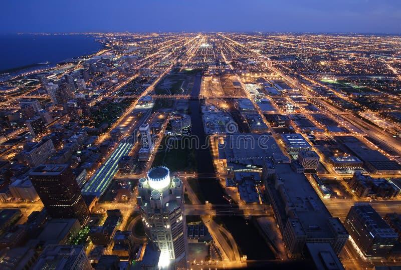 空中芝加哥夜间视图 免版税库存图片