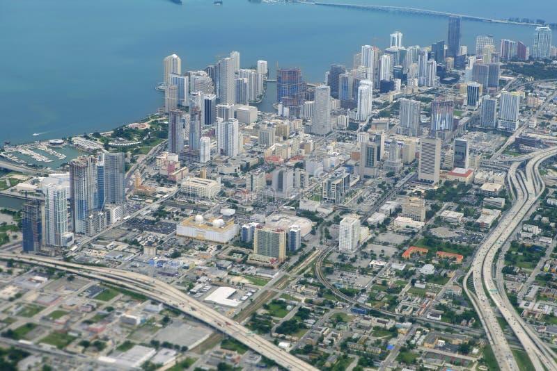 空中蓝色城市街市迈阿密海运视图 免版税库存照片
