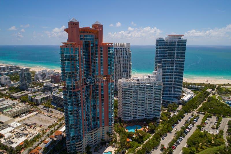 空中迈阿密海滩菲诺港和连续流塔 免版税库存照片