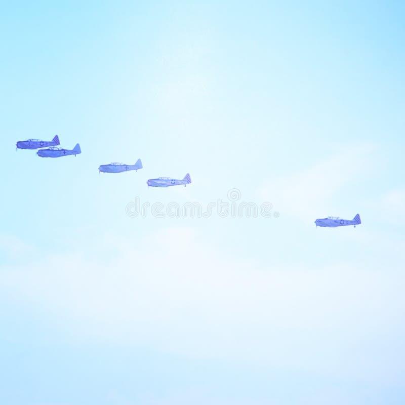 空中飞机飞行在海洋的 免版税图库摄影