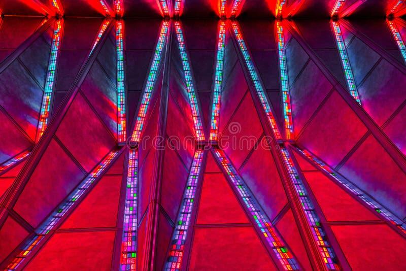 空军学院教堂的彩色玻璃天花板的Amazingg克罗拉 免版税库存照片