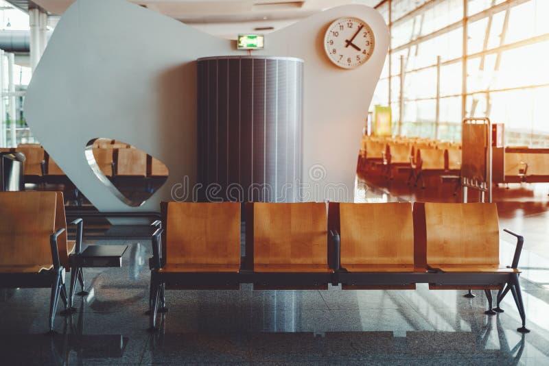 空座位在机场候诊室 库存照片