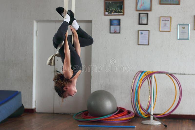 空气体操运动员训练 库存照片