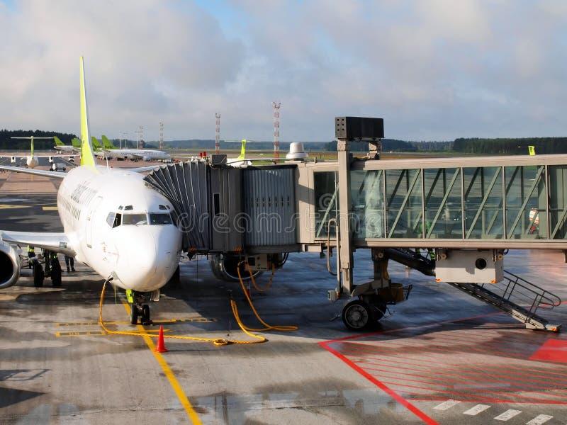 空气波儿地克的飞机在里加机场。空气波罗地是拉脱维亚航空公司航空公司和廉价航空公司 库存照片