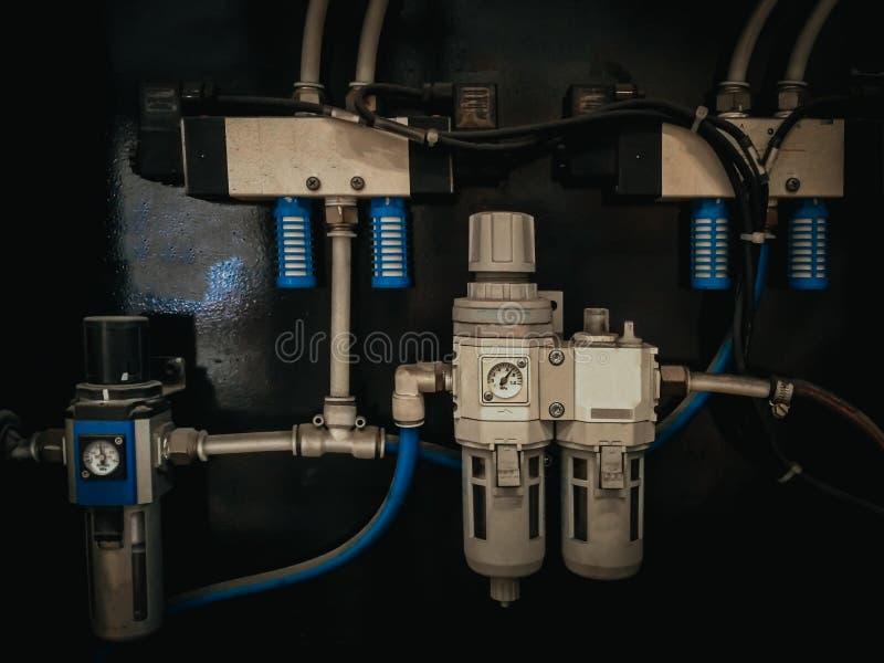 空气章程控制系统和空气过滤器contr的连接 库存照片