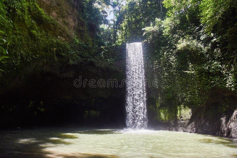 空气Terjun Tibumana 吹的瀑布在巴厘岛 免版税库存图片