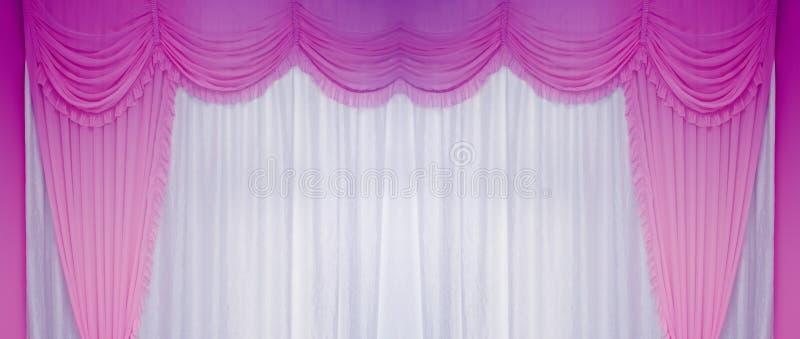 空白和紫色窗帘 库存照片