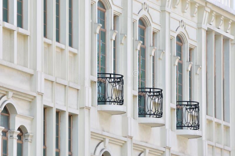空白大厦的黑色阳台 免版税库存照片