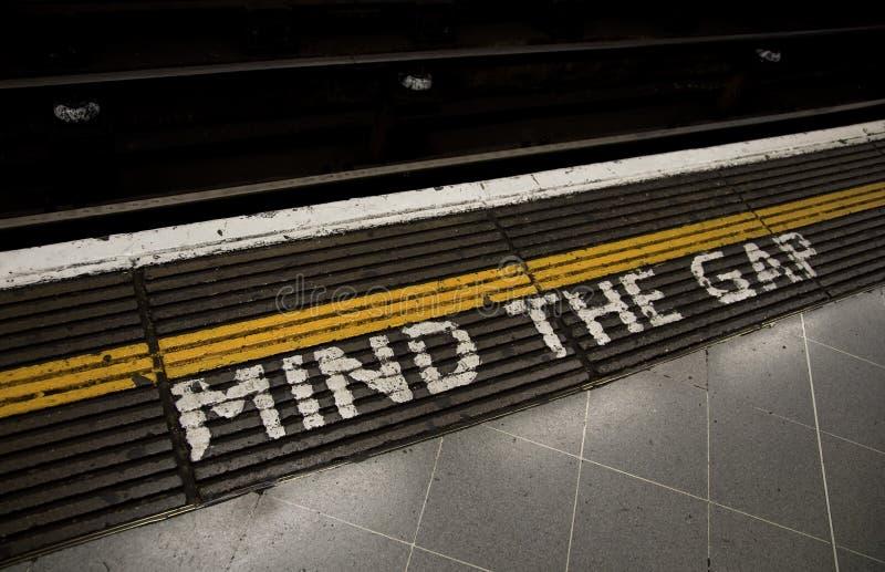 Download 空白头脑 库存图片. 图片 包括有 岗位, 运输, 灰色, britney, 仔细, 地下, 地铁, 线路 - 22352249