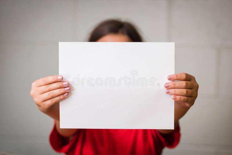 空白女孩纸张 免版税库存图片