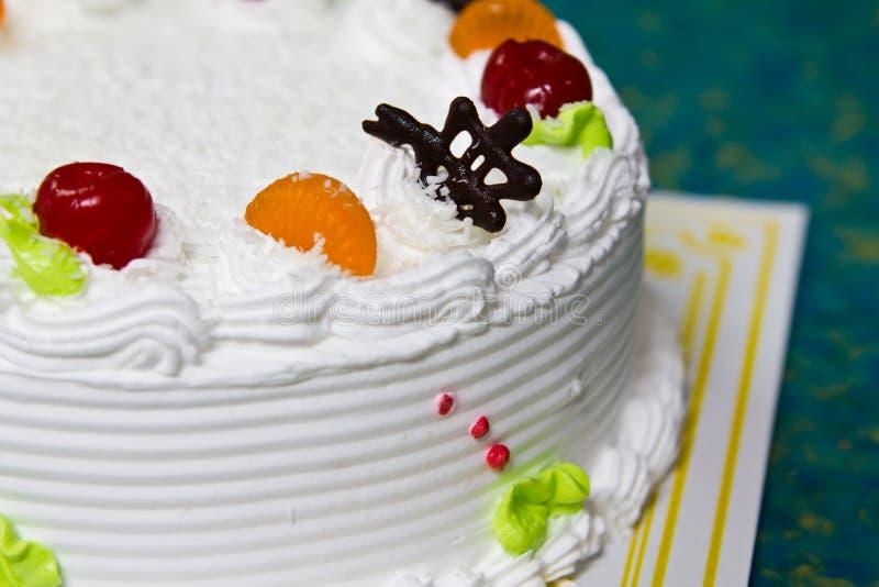 Download 空白奶油色蛋糕。 库存照片. 图片 包括有 蛋糕, 给上釉, 节假日, 装饰, 乳脂状, 高雅, beautifuler - 22352050