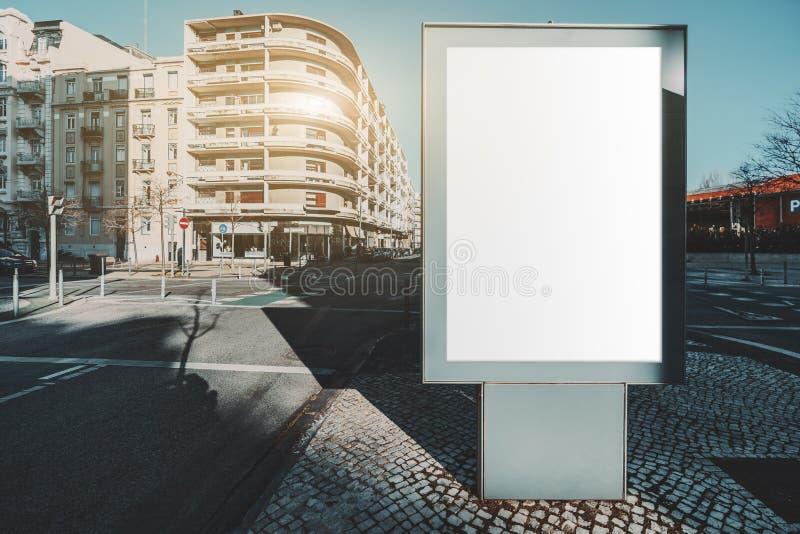 空白广告海报占位符模型 库存照片