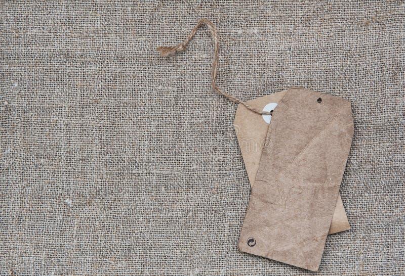 空白标记在粗麻布纹理的减速火箭的样式 库存照片
