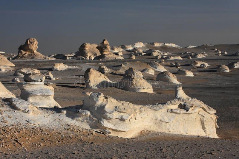 空白沙漠利比亚的岩石 免版税库存照片