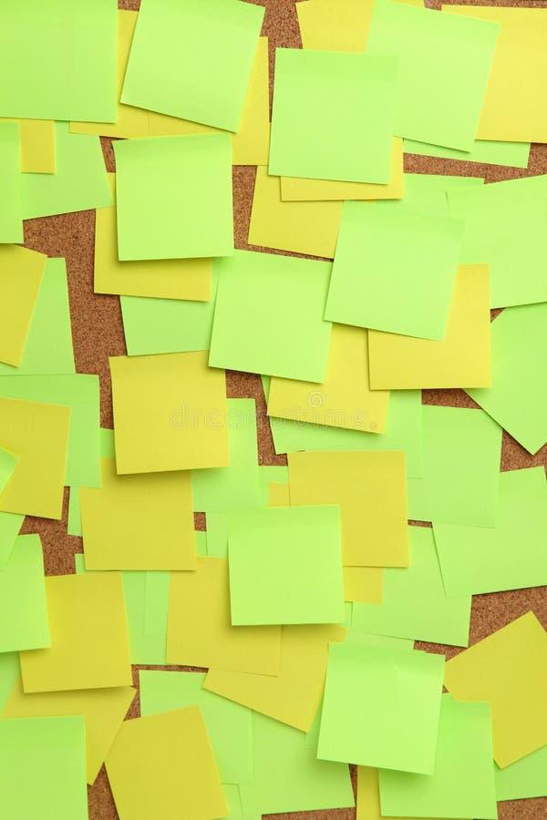 空白的五颜六色的稠粘的笔记的图象关于黄柏插脚板的 库存照片