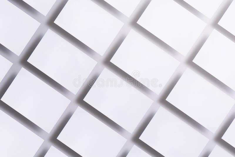 空白的名片照片在白色的 品牌身份的大模型 对图表设计师介绍和 库存照片