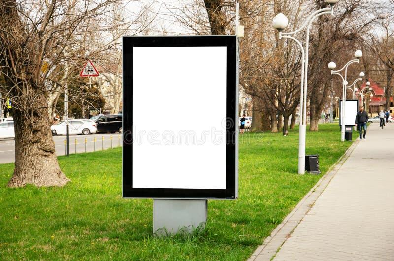 空白的垂直的街道广告牌立场大模型 免版税图库摄影