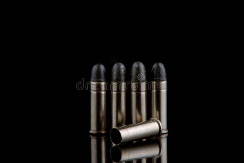 空白的子弹在黑色的地面上放置 免版税图库摄影