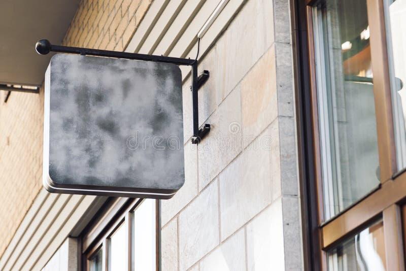 空白的室外企业标志嘲笑 免版税图库摄影