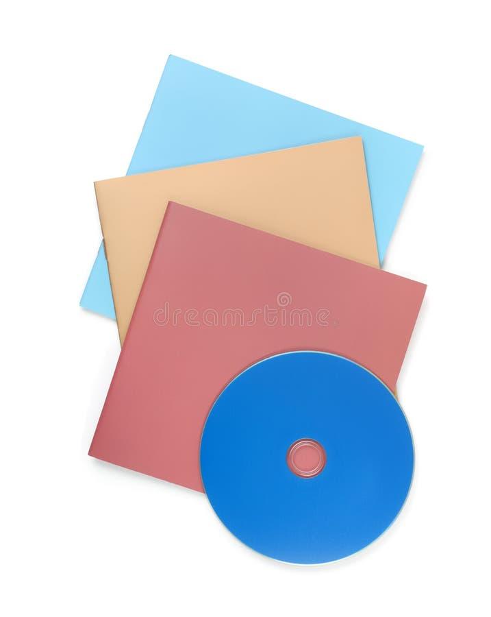 空白的小册子和光盘顶视图  免版税库存照片