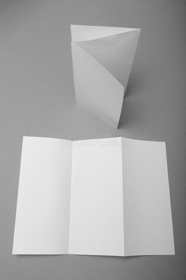 空白的小册子大模型,DL纸三部合成的飞行物 免版税库存图片