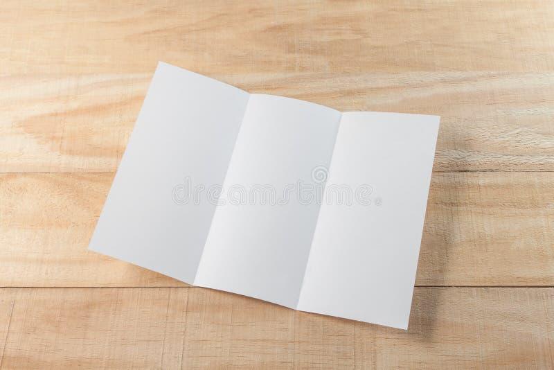 空白的小册子纸 免版税库存照片