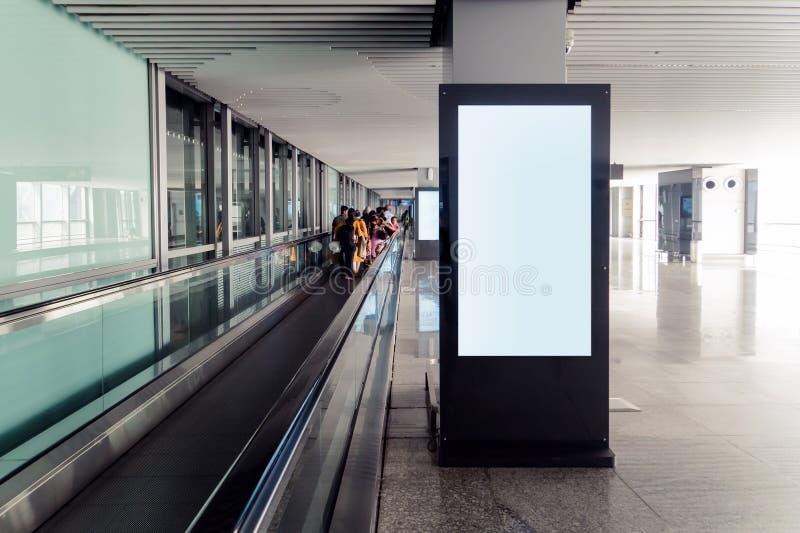 空白的广告广告牌在机场,嘲笑  库存照片