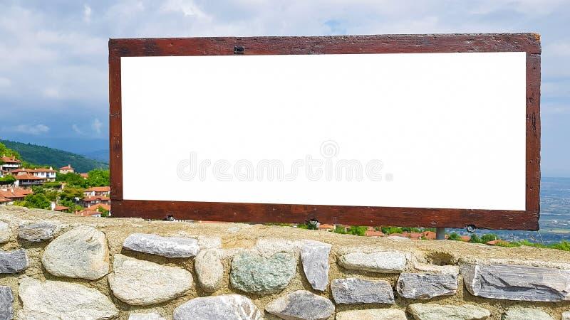 空白的广告广告牌标志都市公开白色被隔绝的裁减路线模板广告横幅嘲笑  库存图片