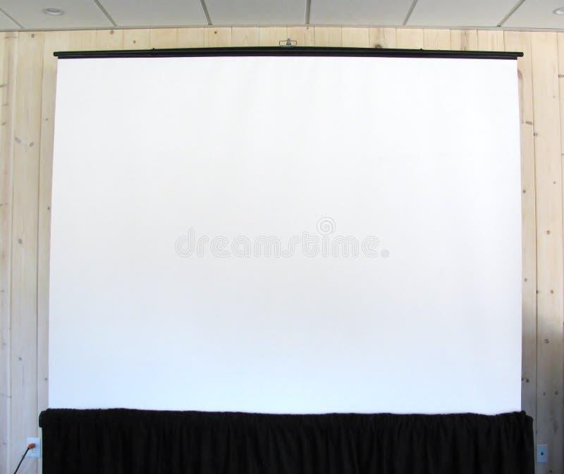 Download 空白的放映机帆布在会议室 库存图片. 图片 包括有 复制, 里面, 现代, 椅子, 画架, 空白的, 沟通 - 72361157