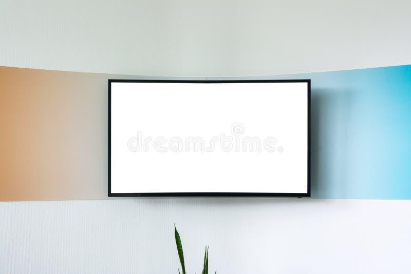 空白的电视橙色蓝线办公室环境白色被隔绝的温泉 免版税库存照片