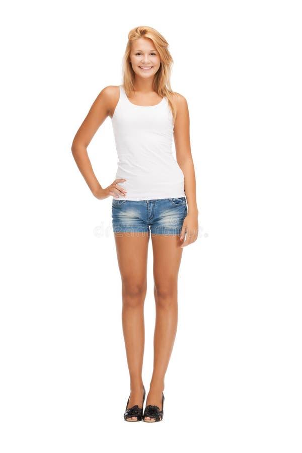 空白空白T恤杉的微笑的十几岁的女孩 图库摄影