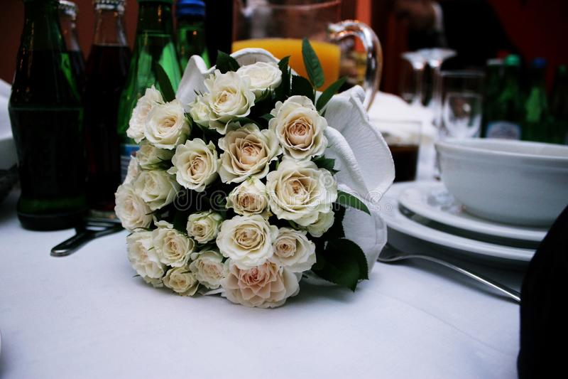 空白美丽的花束的玫瑰 免版税库存图片
