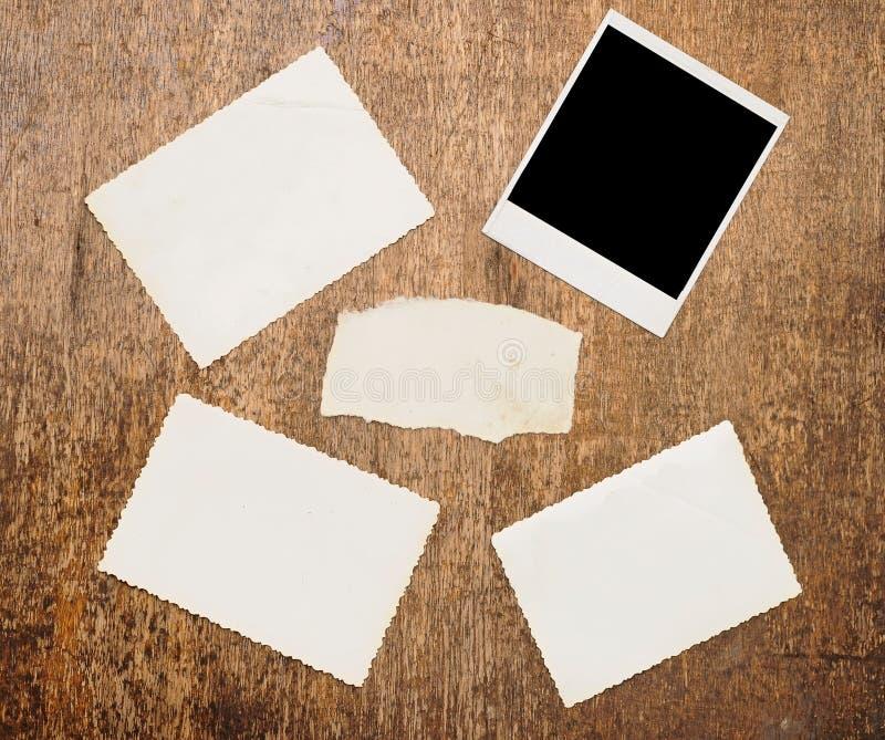 空白老纸照片被撕毁的葡萄酒 免版税库存照片
