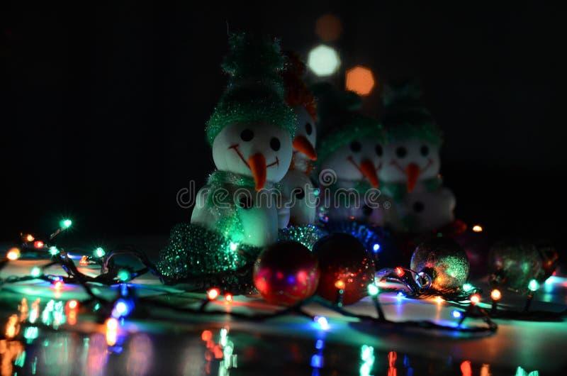 空白背景圣诞节玻璃查出的范围的玩具 雪人 免版税图库摄影
