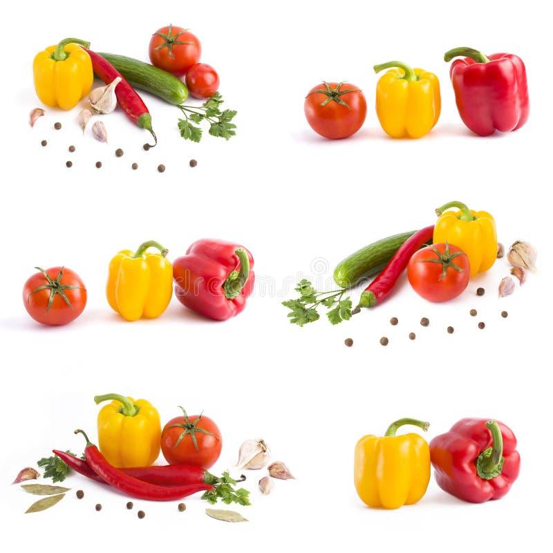 空白背景接近的重点新鲜的有选择性的蔬菜 黄色胡椒,在白色背景的红辣椒 库存图片