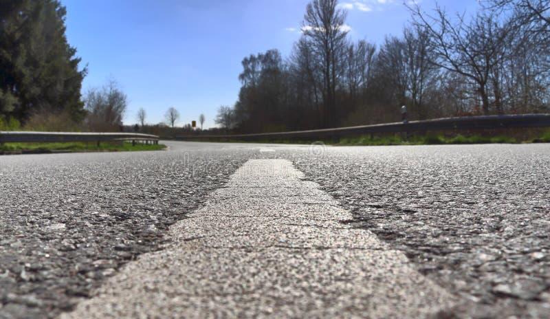空的乡下公路和街道在德国在一好日子 免版税库存图片