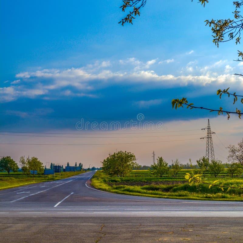 空的交叉路在基金达,塞尔维亚附近 免版税库存图片