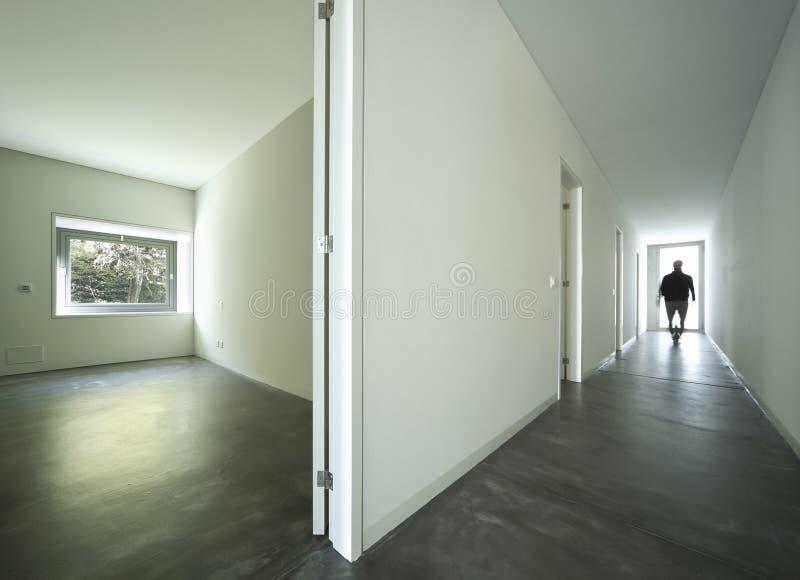 空的卧室和长期空和新的公寓走廊 库存照片