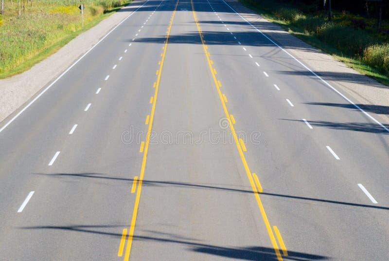 空的多车道的高速公路 免版税库存图片