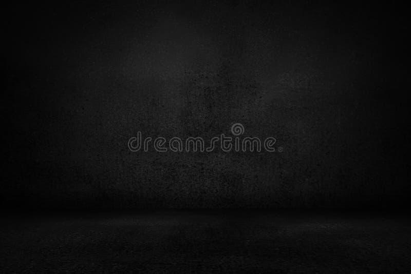 空的室、黑板水平的黑演播室墙壁和介绍产品的陈列室背景 免版税库存图片