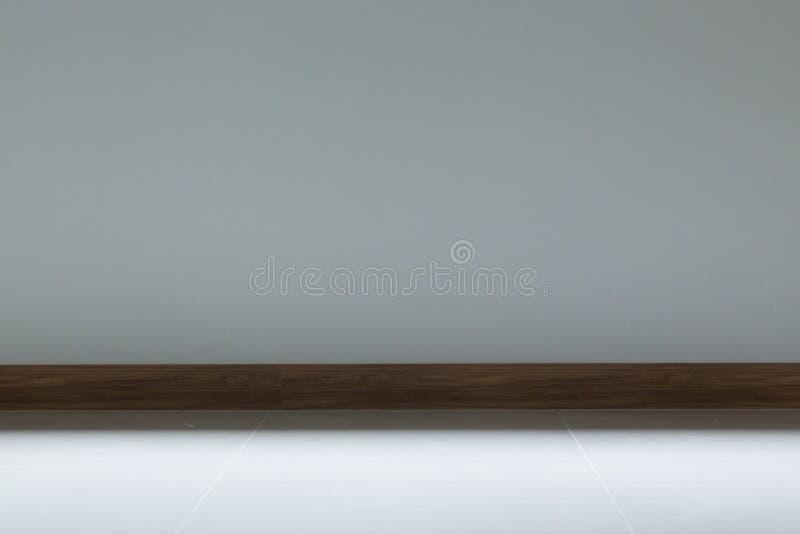 空的室内部,白色砖地和白色灰浆墙壁 免版税库存图片