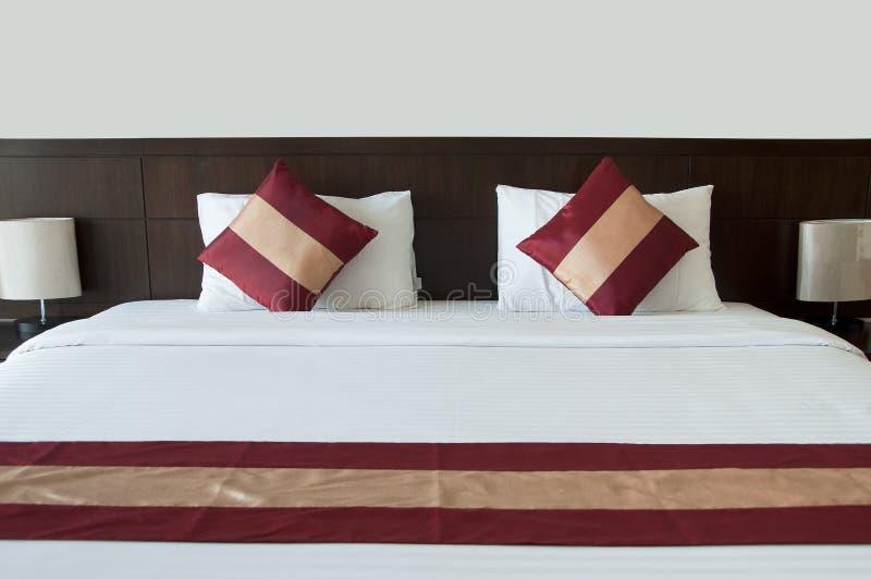 空的床。 免版税库存图片